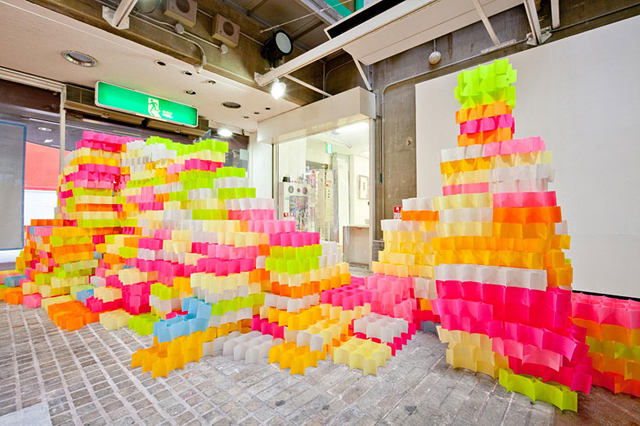 Walls Made from 30,000 Post-its