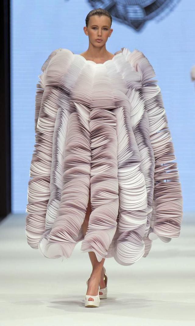 Bea Szenfeld: Haute Papier Spring/Summer 2014