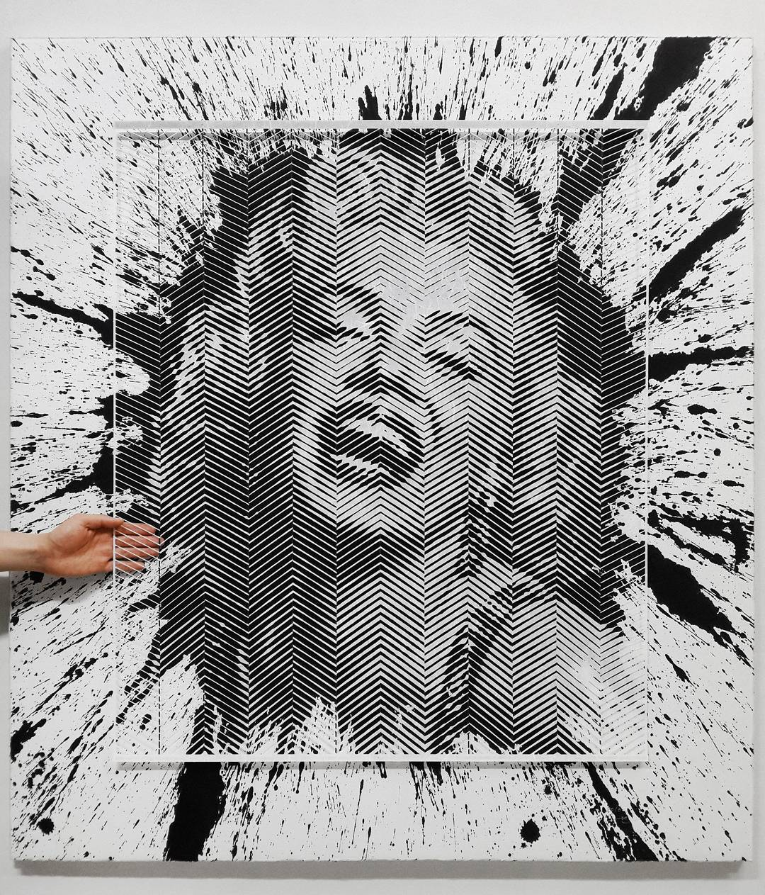Artist Hand-Carves Complex Photorealistic Portraits Out of Paper - Marilyn Monroe
