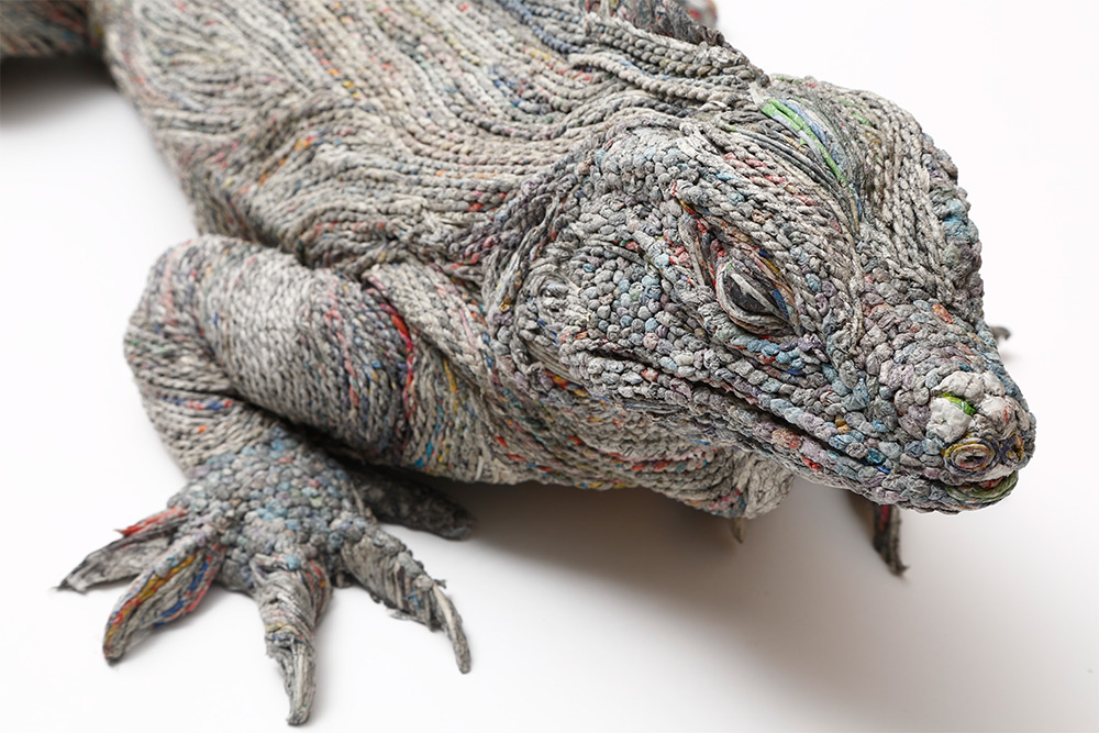 Chie Hitotsuyama Creates Three-Dimensional Animals from Strips of Rolled Recycled Newspaper Lizard